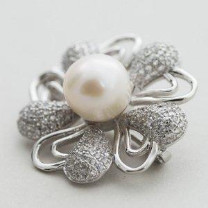 brosa-din-argint-925-decorata-cu-zircon-alb-si-perla-de-cultura-wong