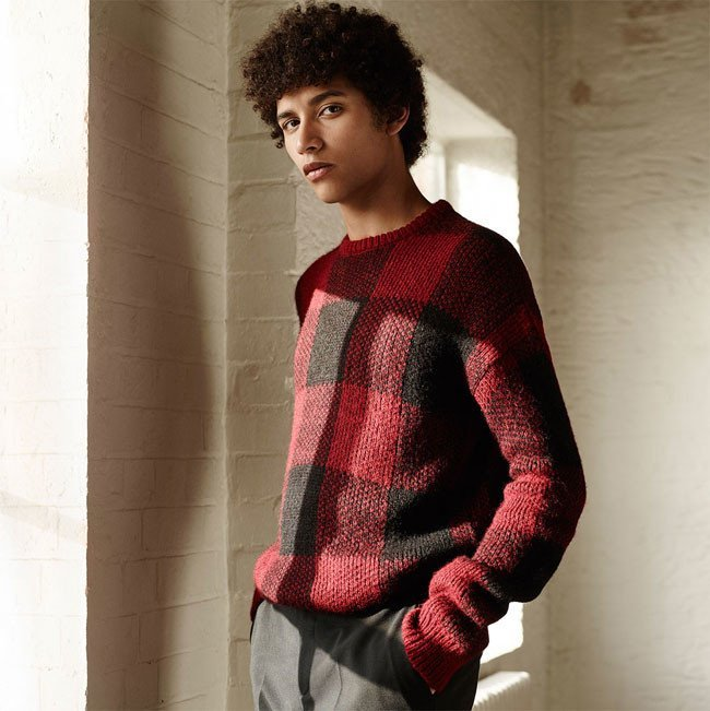pulover-rosu-barbati