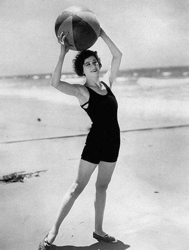 costum-negru-stil-anii-20