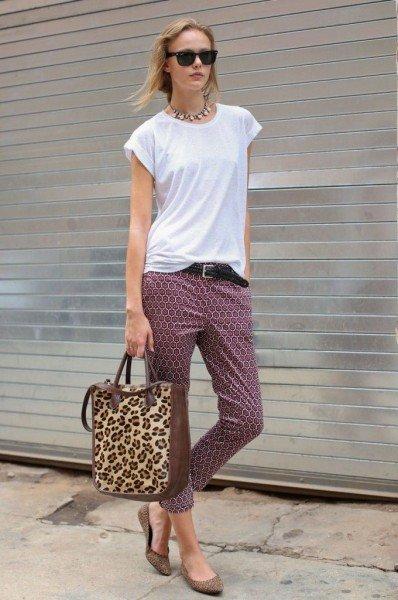 tricou alb pantaloni cu imprimeu