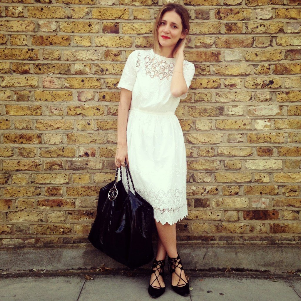 cum sa porti o rochie alba iarna