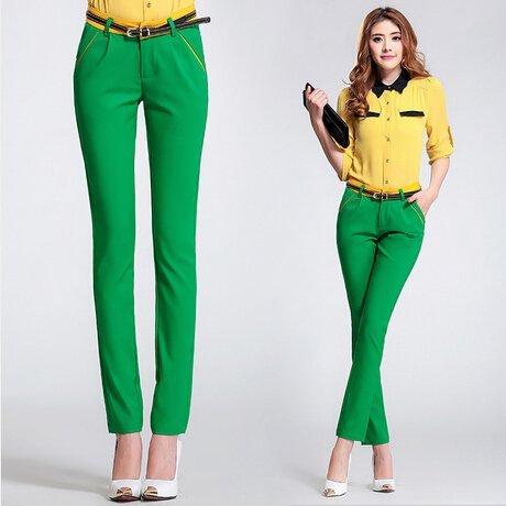 cum sa porti pantaloni verzi