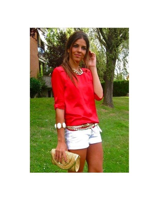 bluza rosie+pantaloni albi scurti