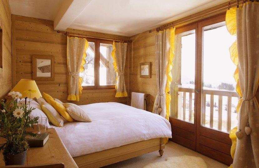 dormitor mic culori pastelate