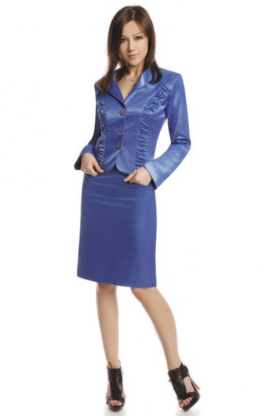 costum-elegant-de-culoare-albastra-format-din-fusta-si-sacou-1