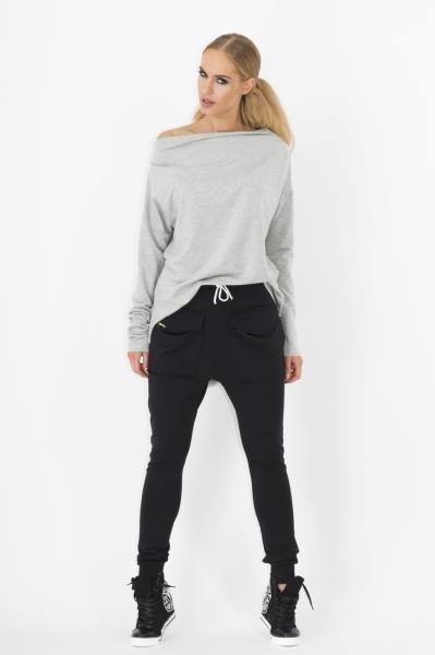 pantaloni-de-trening-moderni-de-culoare-neagra-cu-buzunare-1