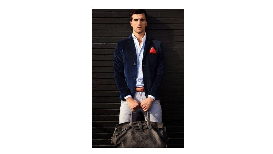 blazer-catifea-bleumarin-pantaloni-chino