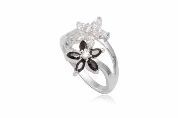 inel-din-argint-cu-flori-in-alb-si-negru