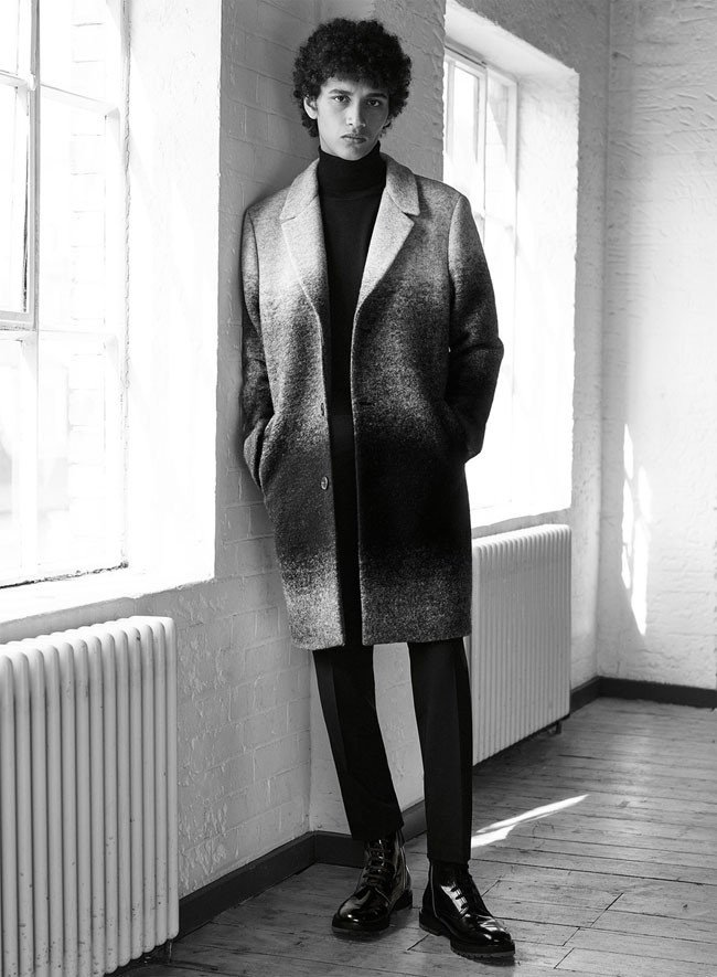 pulover-negru-pe-gat