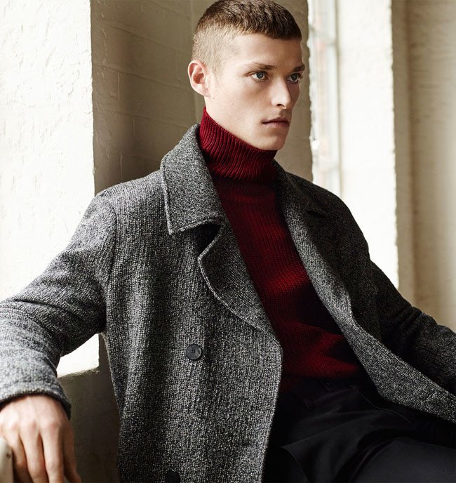 pulover-rosu-pe-gat