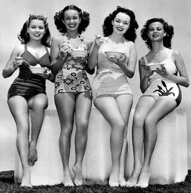 costum-baie-anii-50