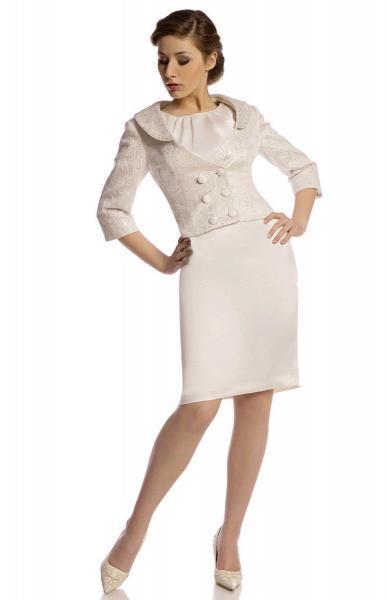 costum-elegant-de-culoarea-sampaniei-cu-rochie-si-sacou-1