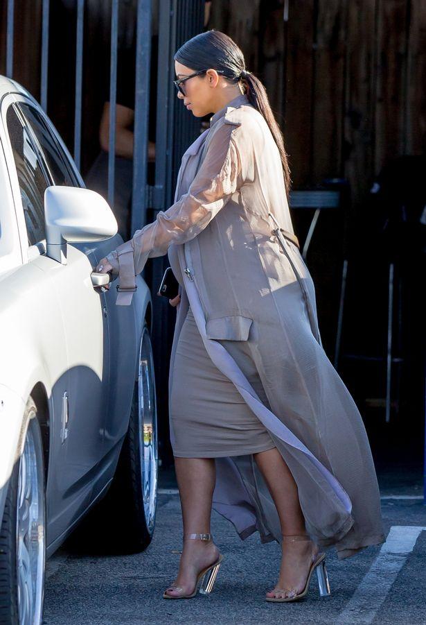 pantofi transparenti la moda