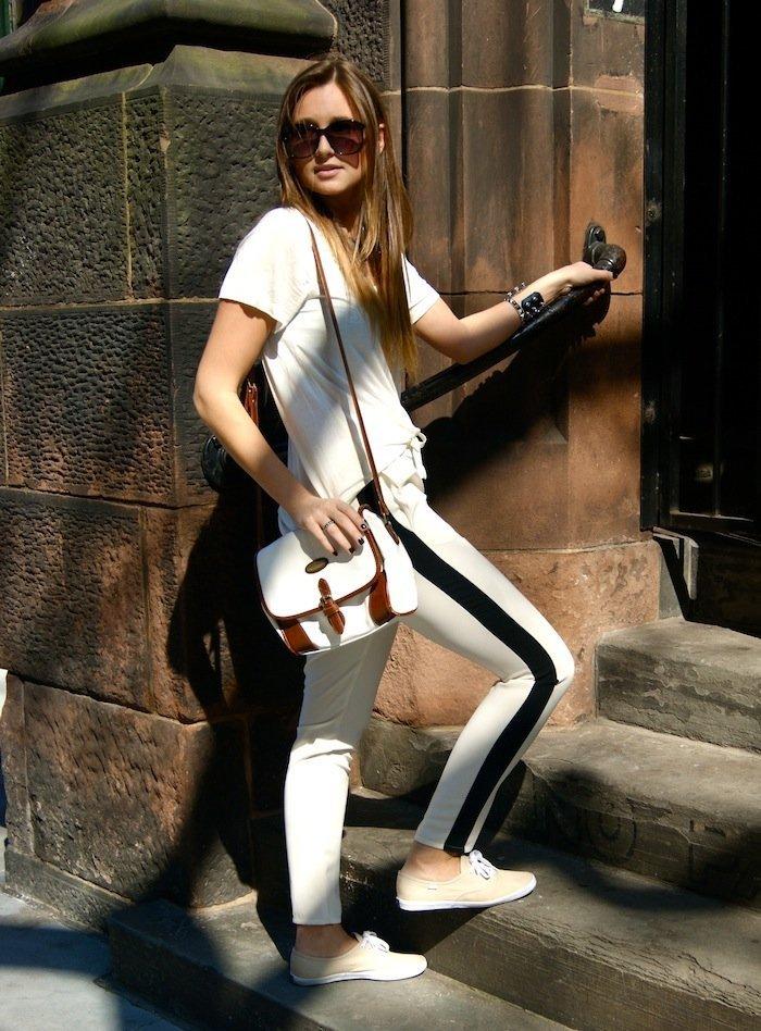 pantaloni trening cu dungi online